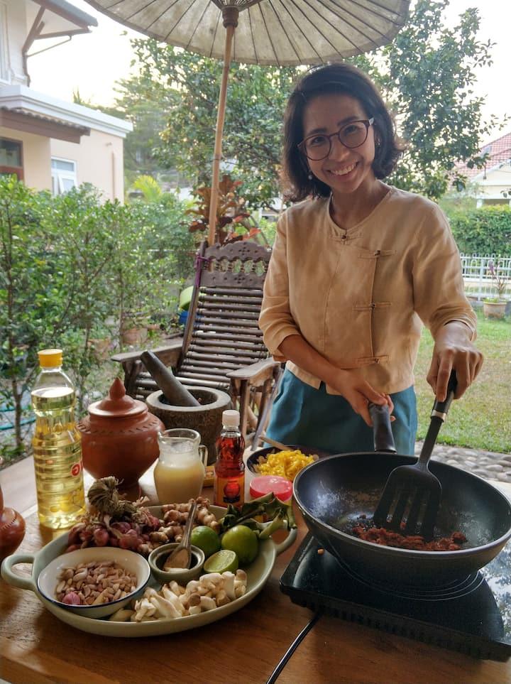 Making Khao Soi