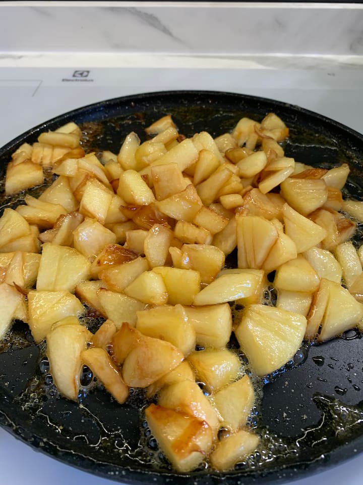 Apples caramelized