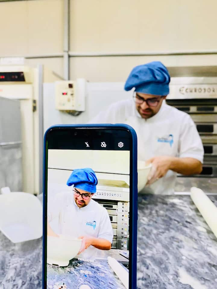 Online class with 5th generation baker