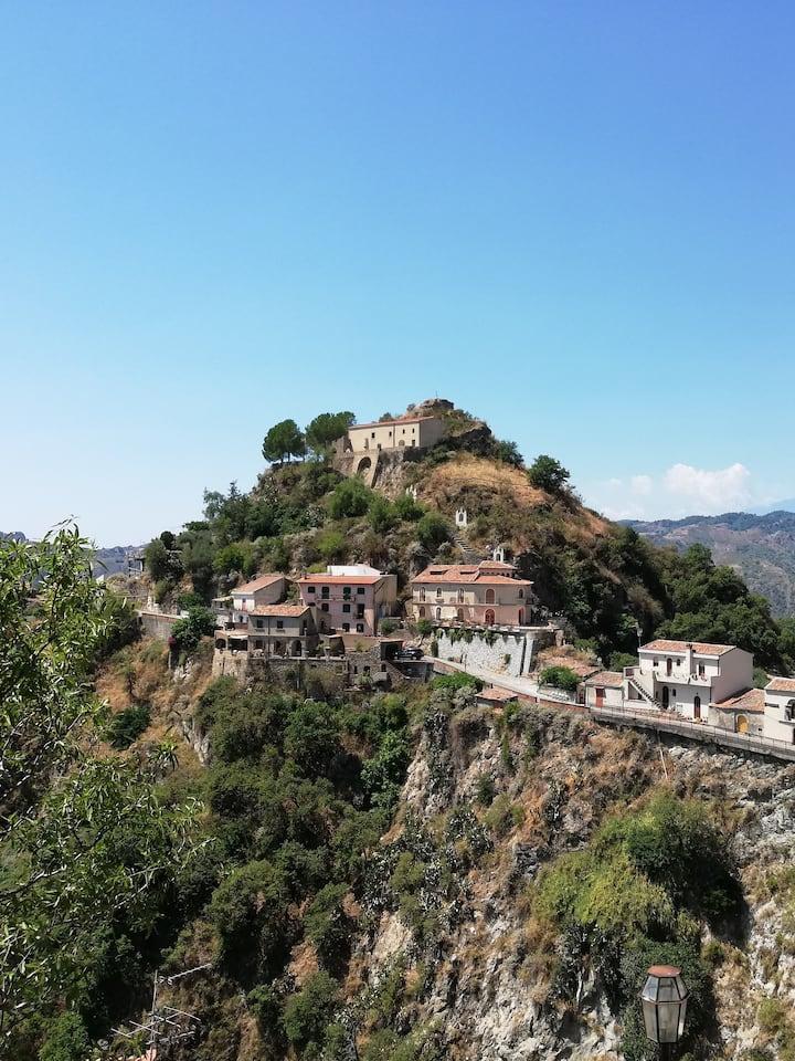 Vista del borgo di Savoca