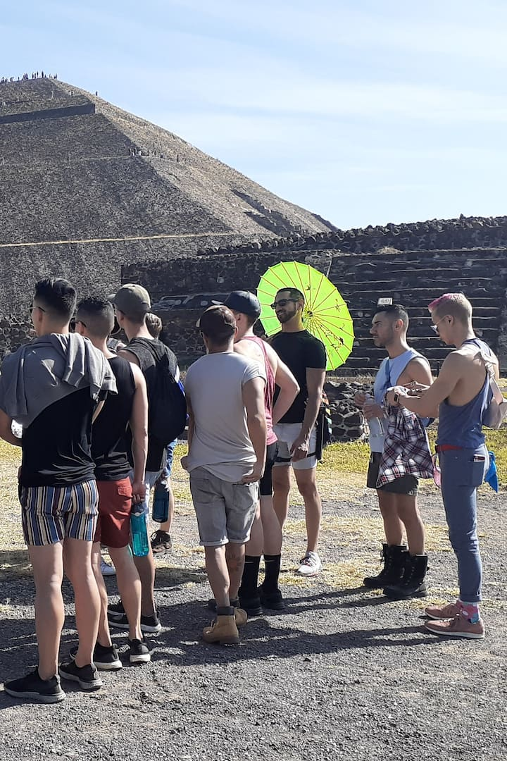 Ready to climb the pyramid of the sun