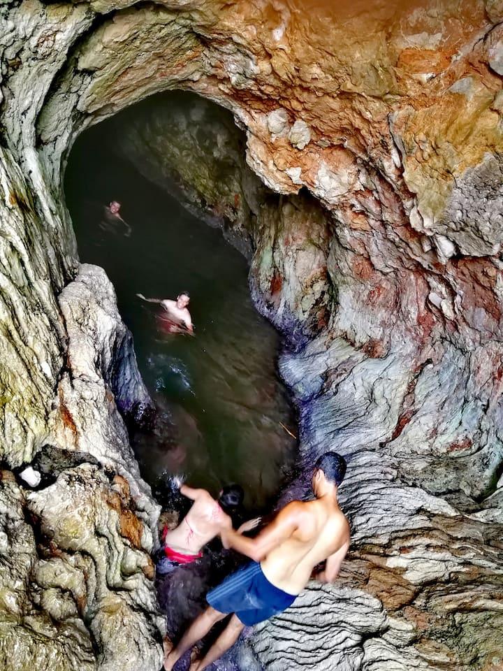 nager dans une grotte....