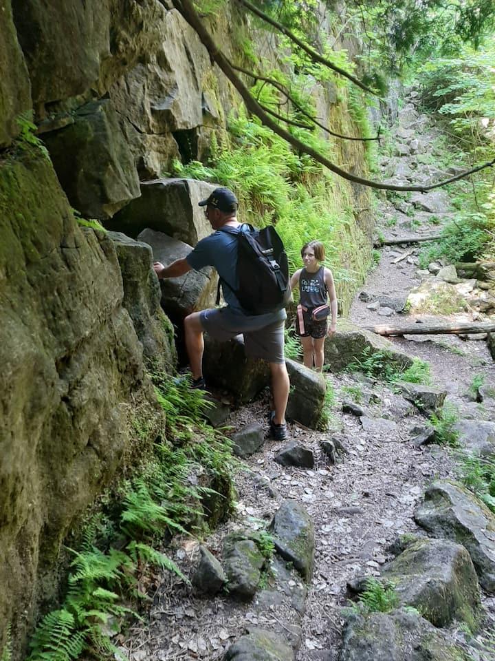 Using senses to explore rocks