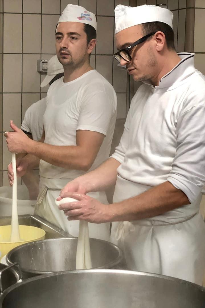 Mestres queijeiros na produção artesanal