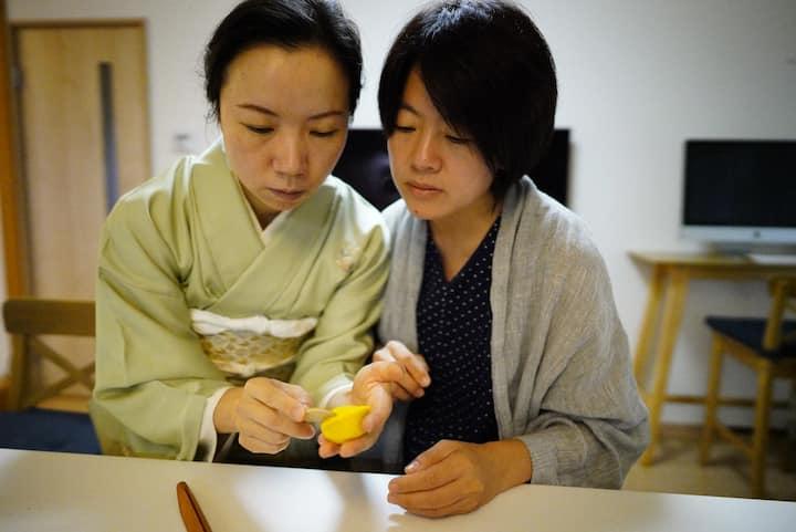 手把手的示范和指导,保证客人可以掌握和菓子的制作要领。