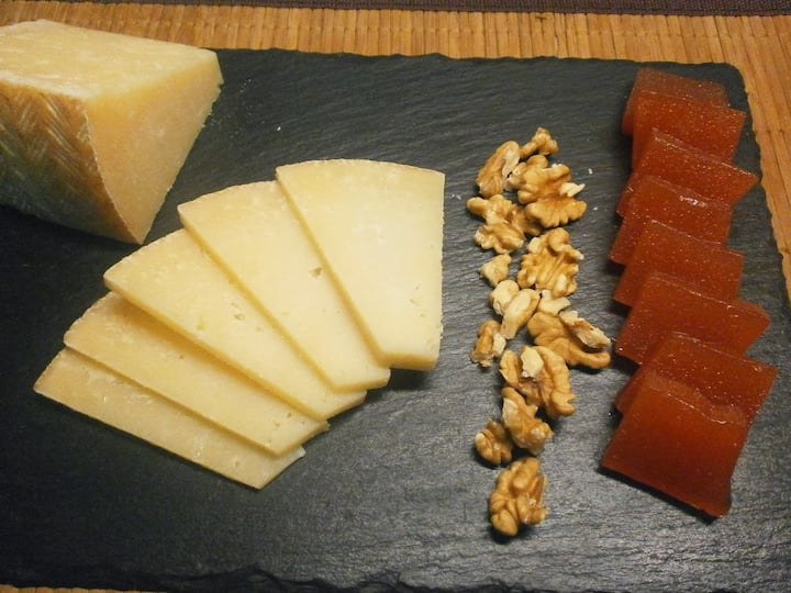 Manchego cheese with nuts and quince