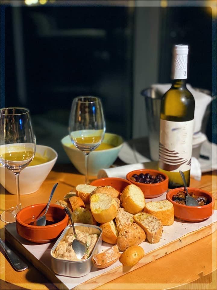Vinho Branco QALT e acepipes!
