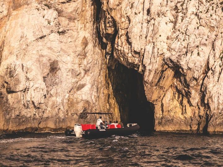 Palmaria Island - Exploring the cave