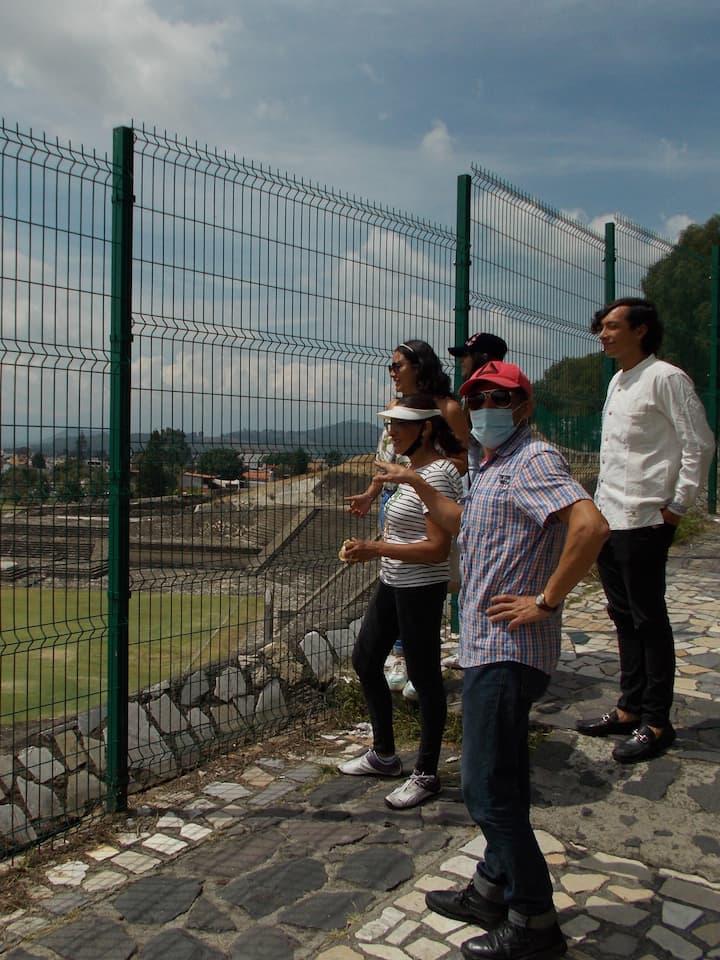 Explicando fases arqueológicas del sitio