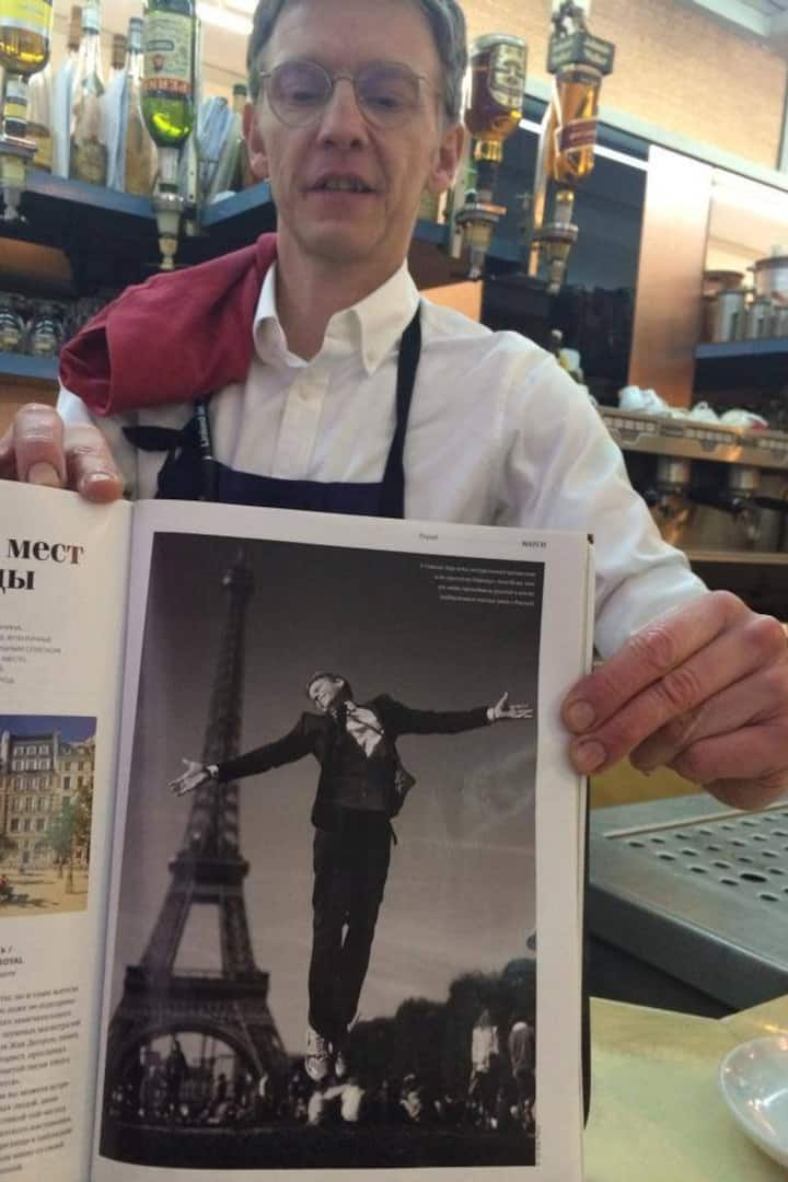My photo shown by a waiter in a bistrot