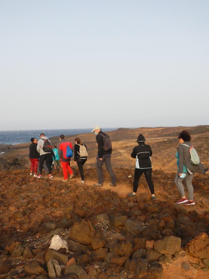 Caminando sobre roca volcánica