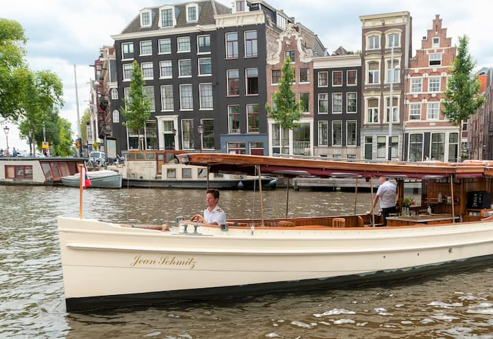 Local captain high tea cruise Amsterdam