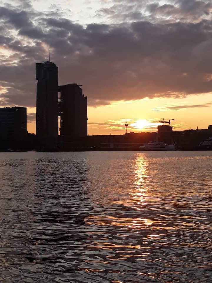 Zachód słońca nad mariną w Gdyni