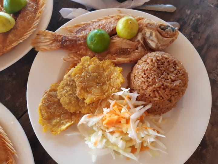 Almuerzo costeño (pescado)