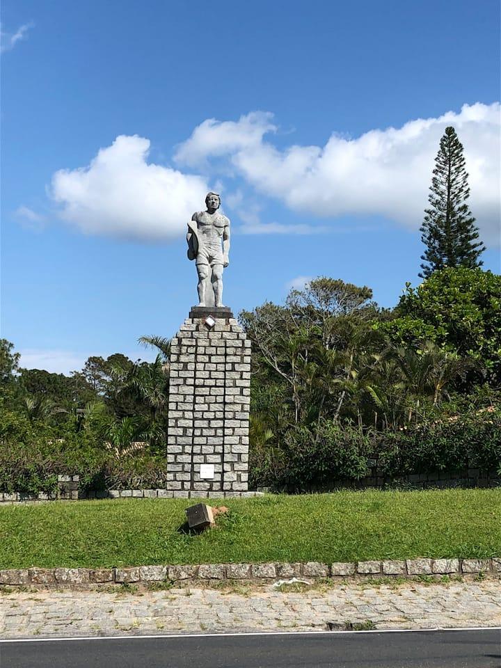 Estátua do surfista / Surfer Statue