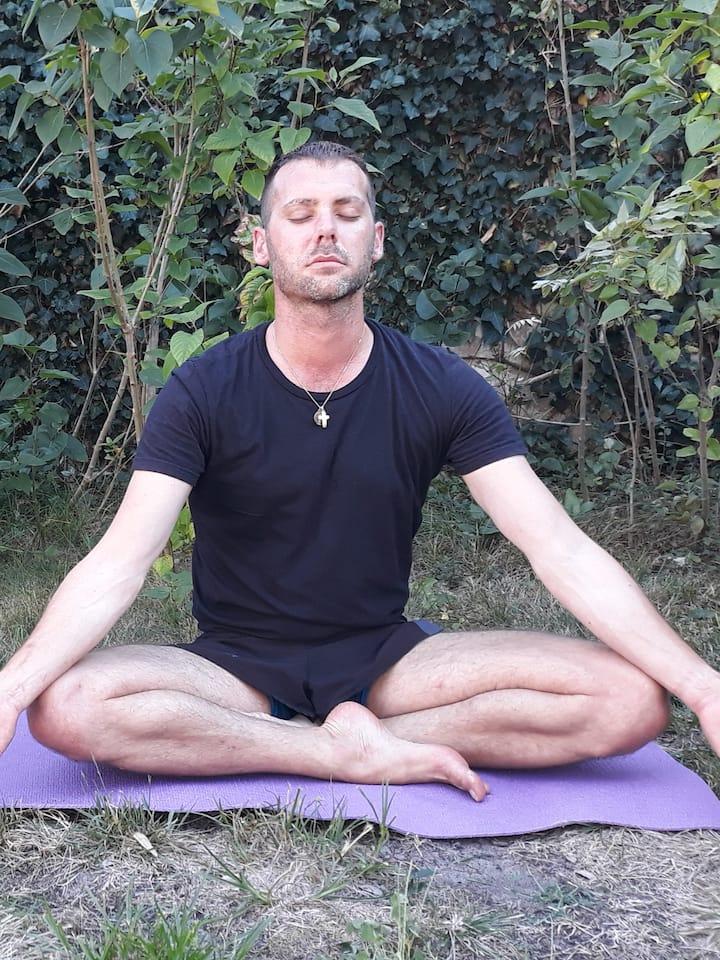 En méditation / Meditating