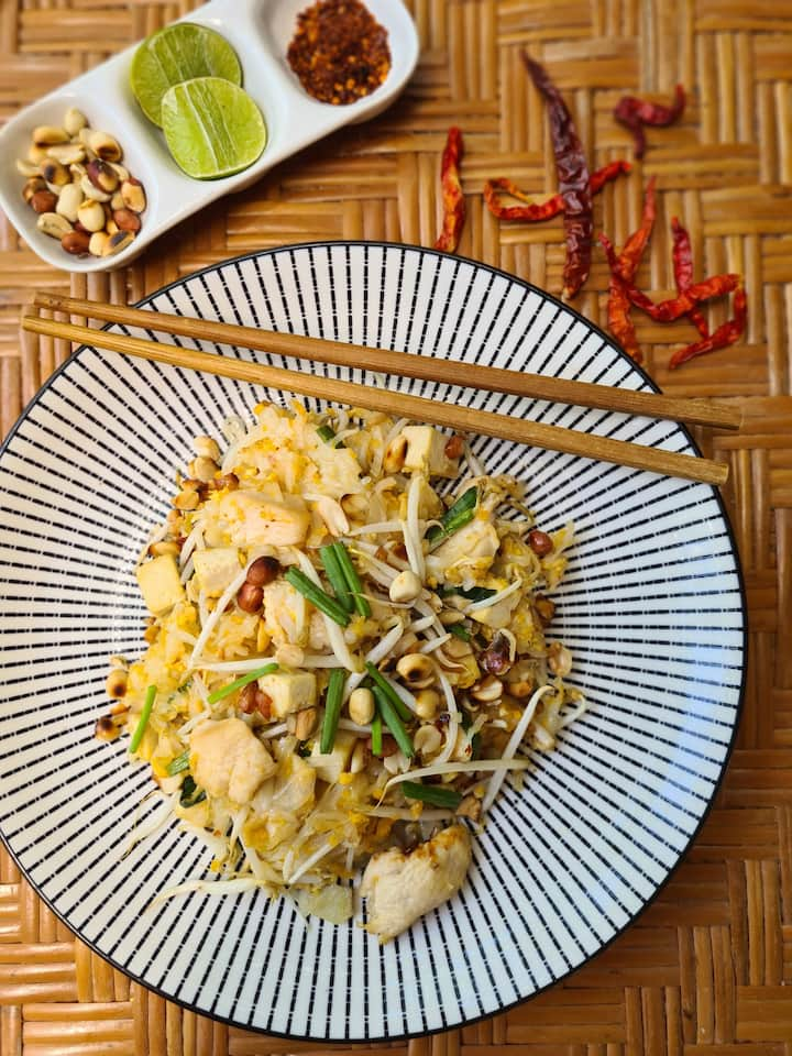 Mmm... this is what you will enjoy after the class, authentic Pad Thai from Thailand!