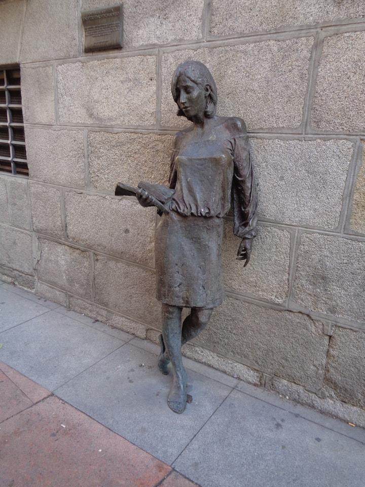 Tras Julia, de Antonio Santín.