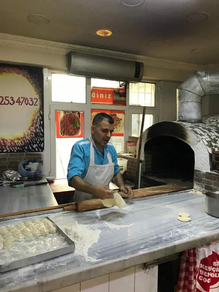 How lahmacun is made