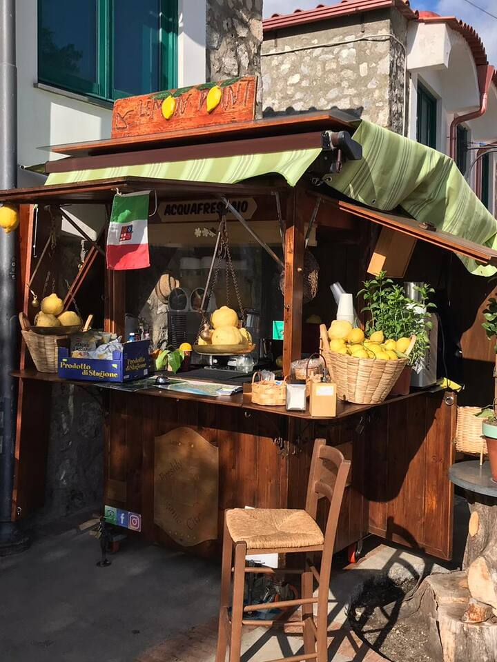Lemon slush point in Nocelle ( Positano)