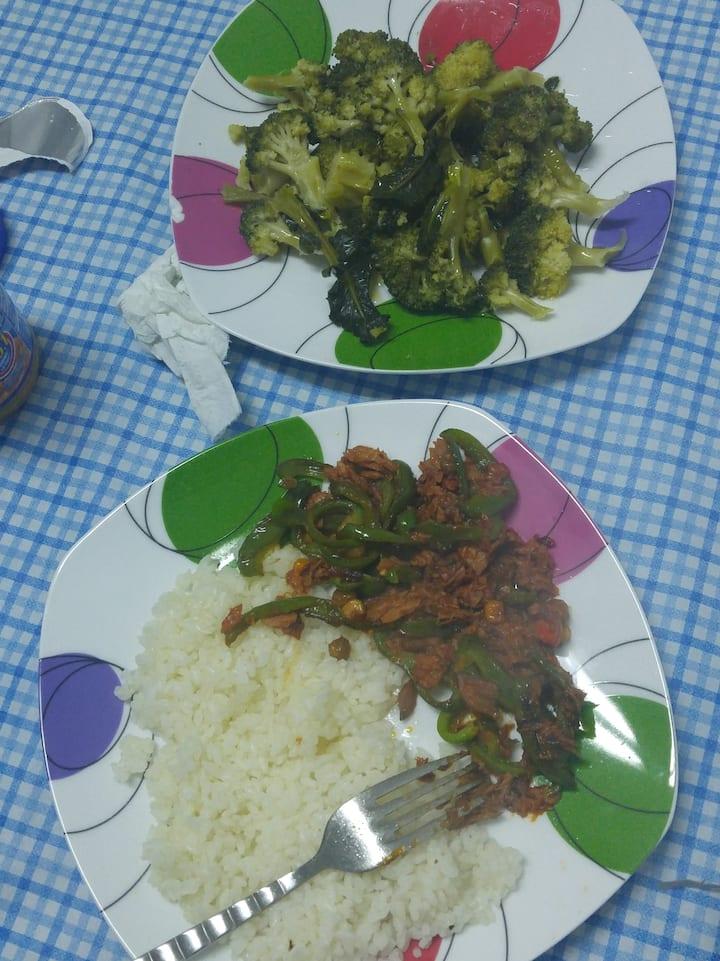 Chicken saute with brokoli