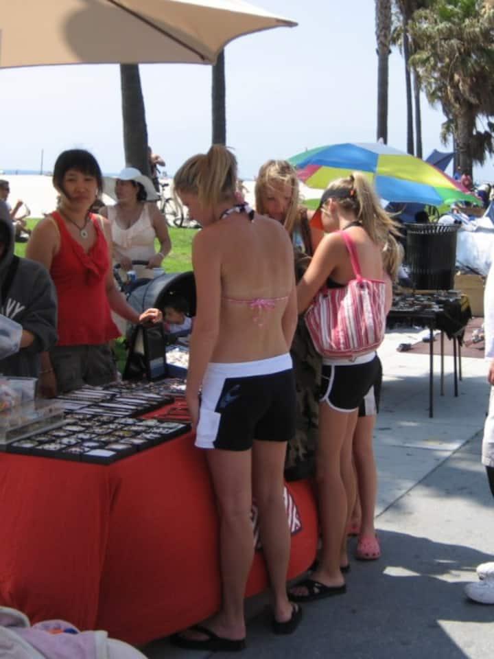 도자 장신구 판매_미국 Venice Beach에서