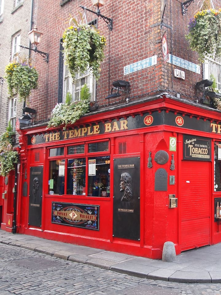 You will visit a traditional Irish pub