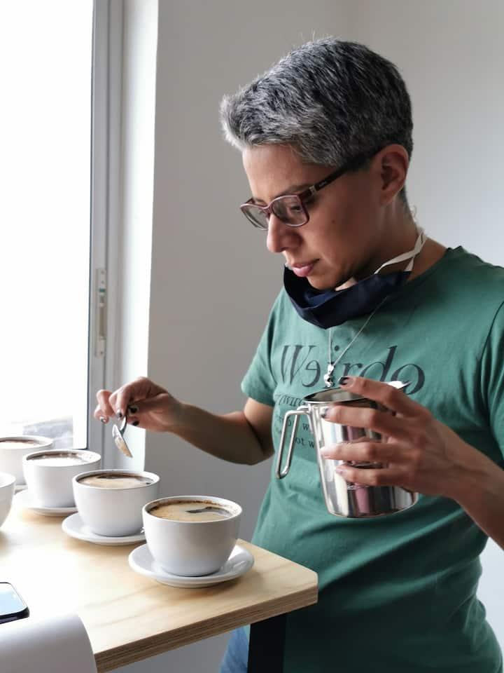 Rompiendo costra de café