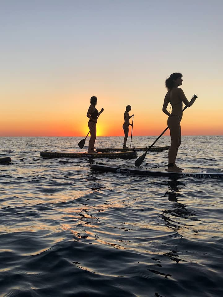 Friends on paddlesurf