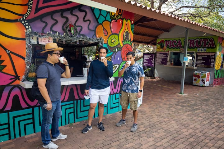 Juice stand in Parque Omar