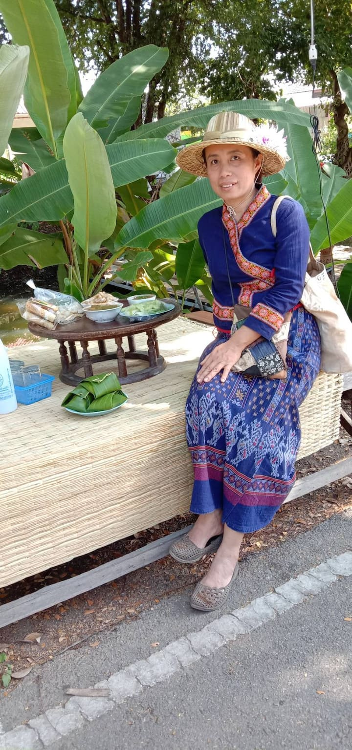 Traditional Northern Thai outfit&food