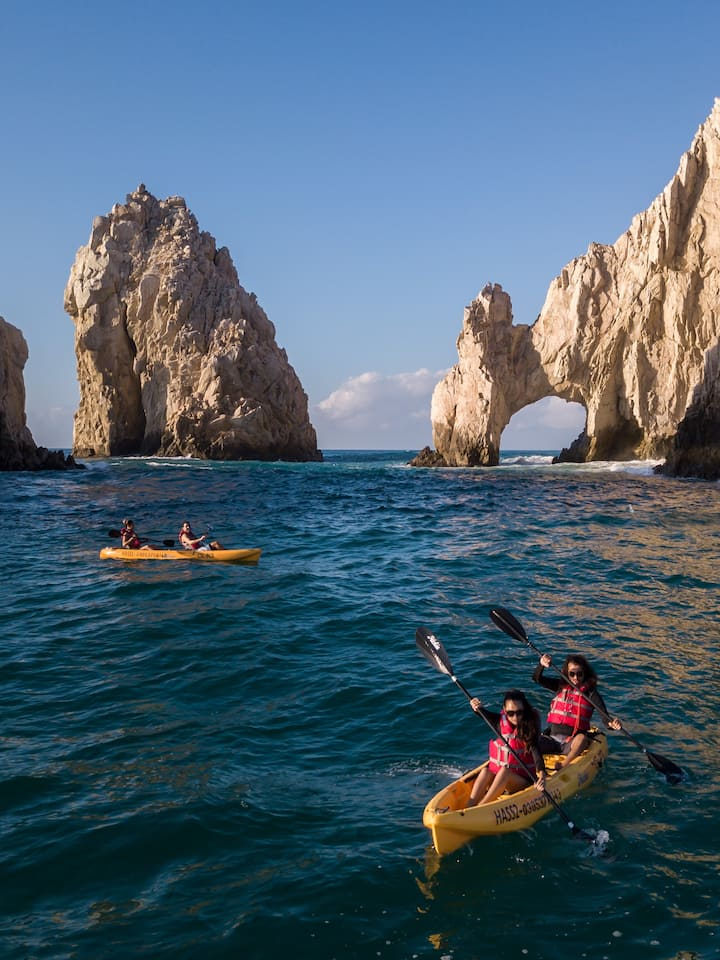 Kayak por el Arco de Cabo!