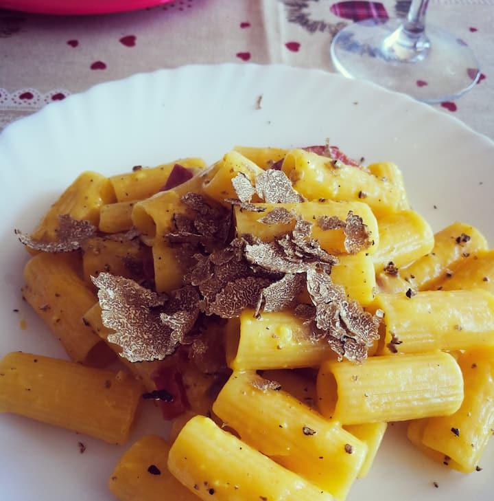Carbonara with fresh Blacke Truffle