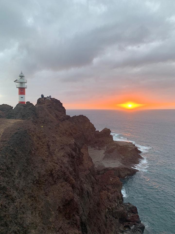 Закат на западном маяке Punta de Teno