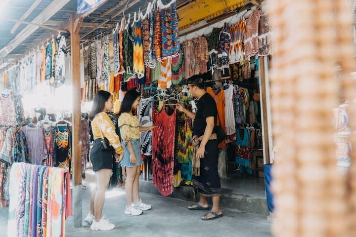 Shopping at traditonal market