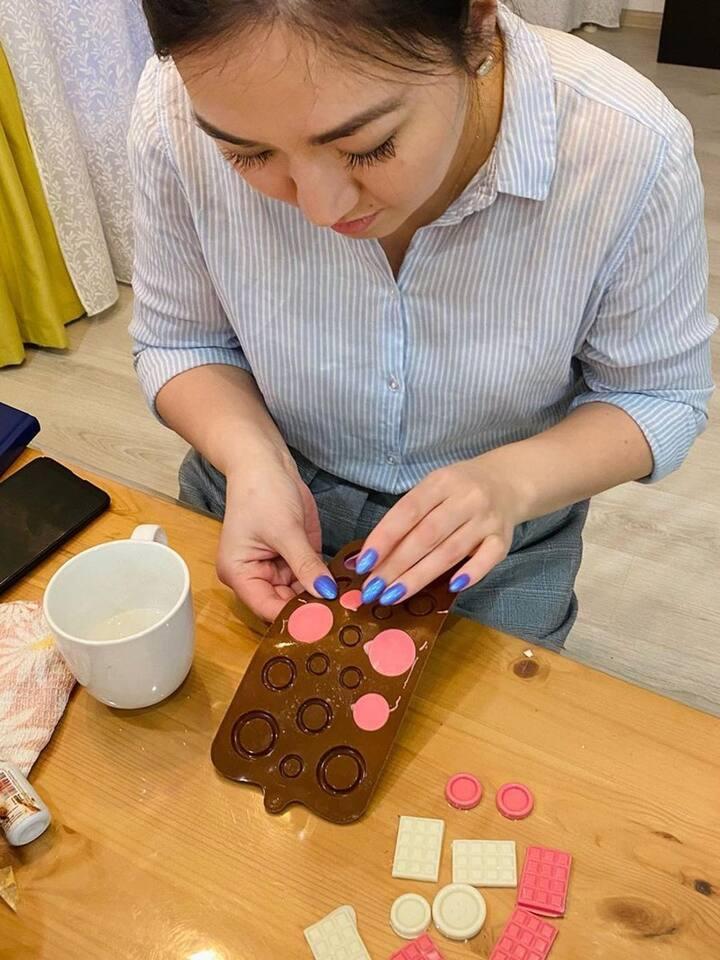 Вручную делаем шоколадные украшения