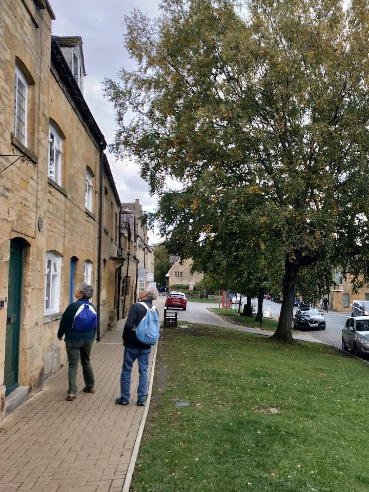 Cotswolds guided walking tour