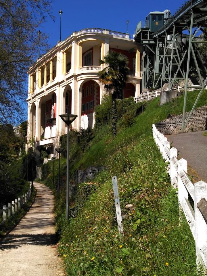 Zabytkowa kolejka na Bulwar Pirenejski