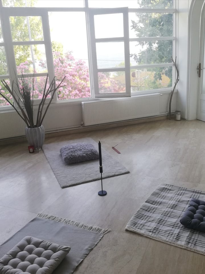 Preparing the space for meditation