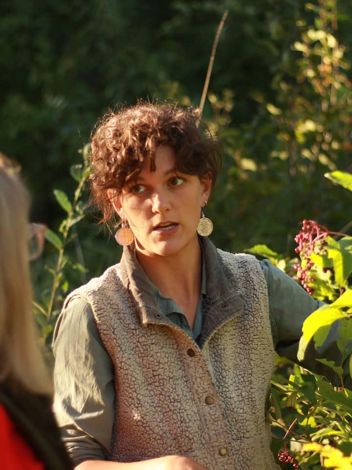 Host Elle identifying native elderberry