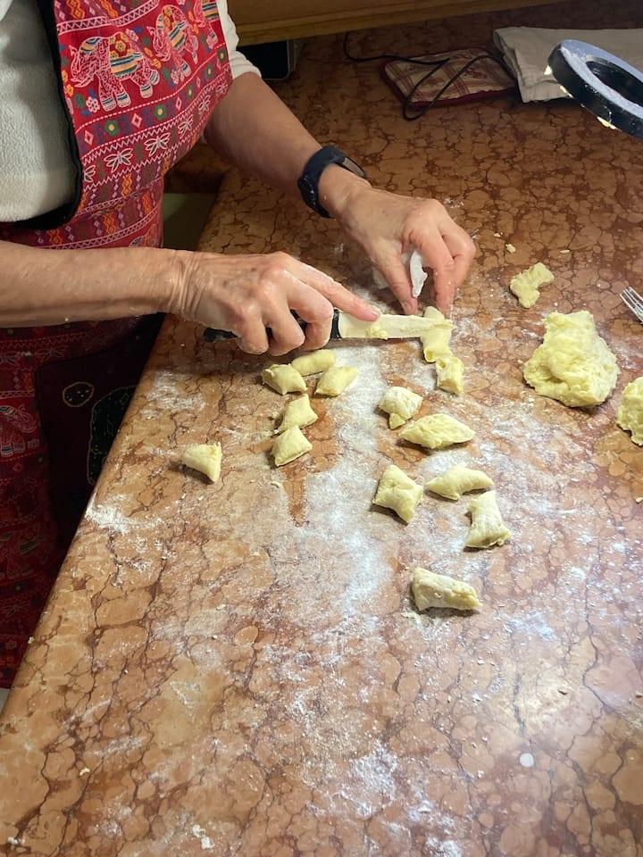 cuttimg the potatoes snake