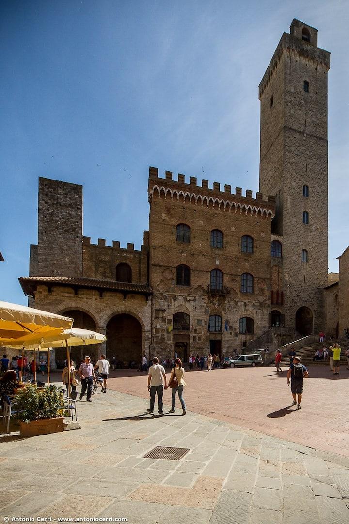 Il Palazzo Comunale e la Torre Grossa