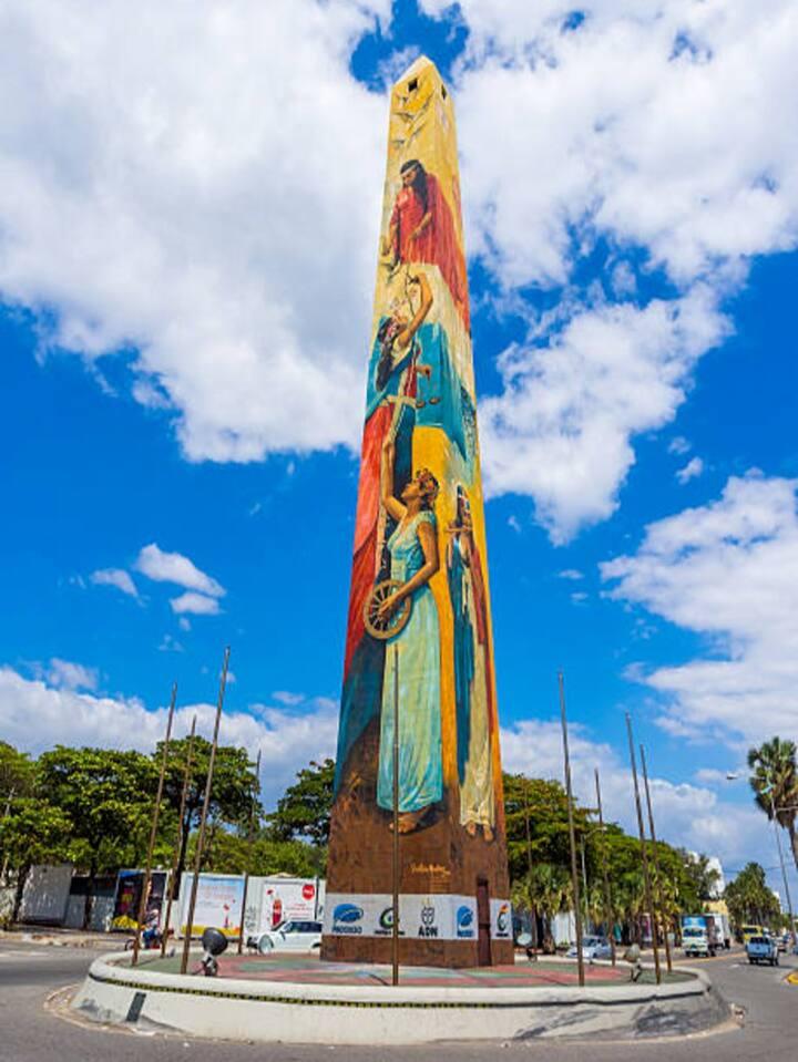 Obelisco del malecón de Santo Domingo
