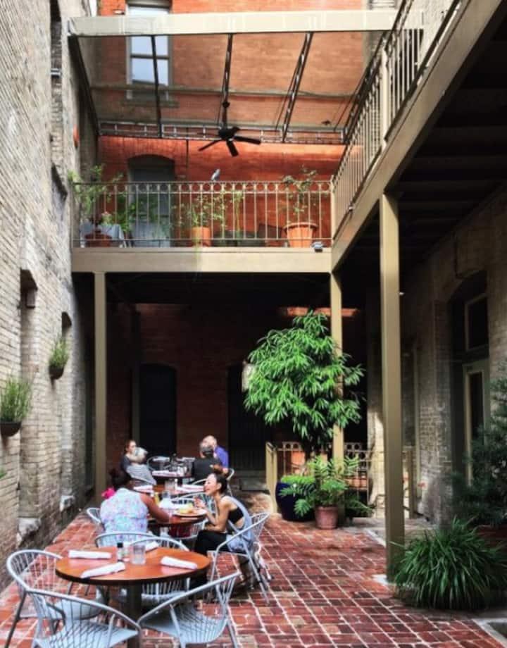 Courtyard Patio Dining