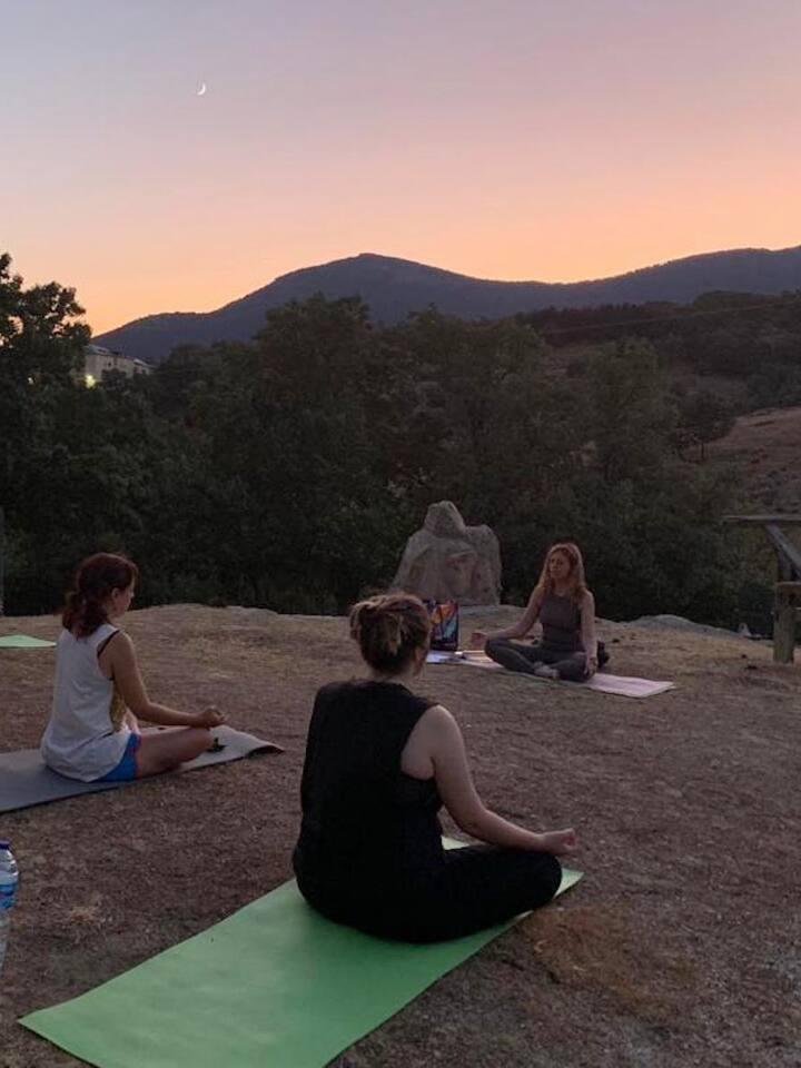 Yoga a la puesta de sol