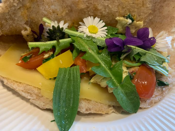 Pita bread filled with wild plants