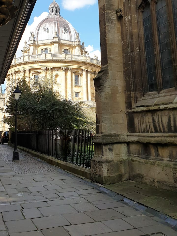 Radcliffe Camera from St Mary's Passage