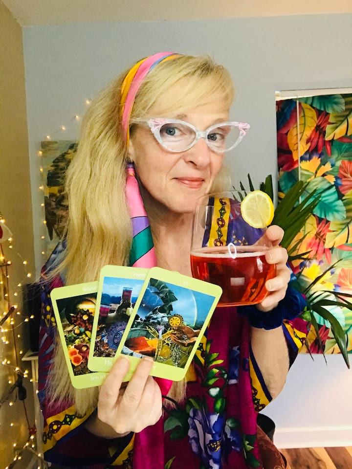 Magical duo: drinks and tarot!