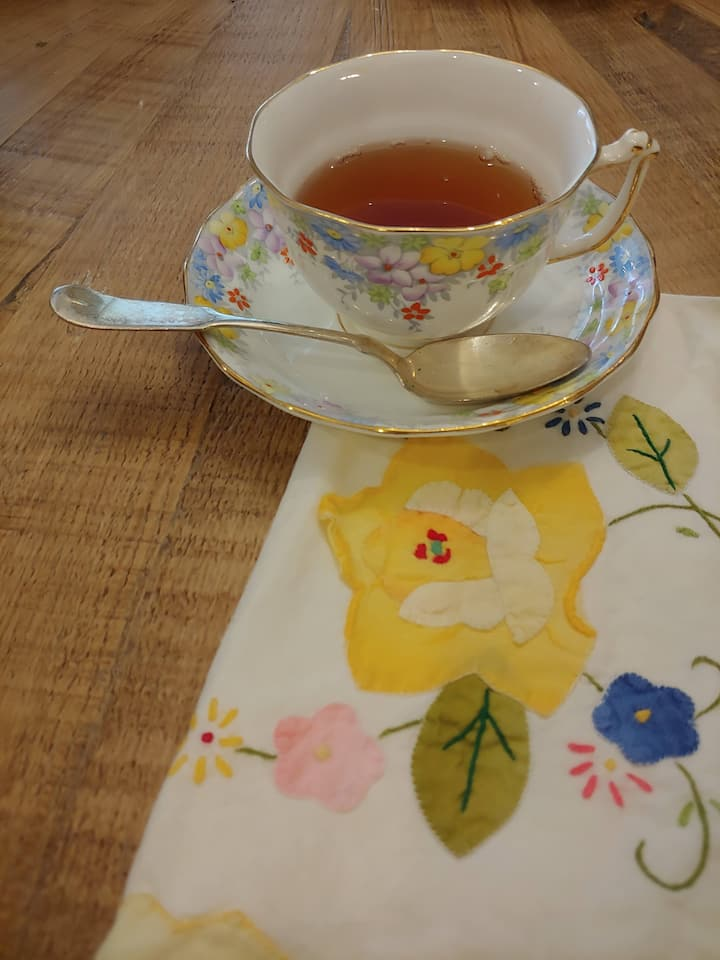 China cups, cloth napkins and pastry trays