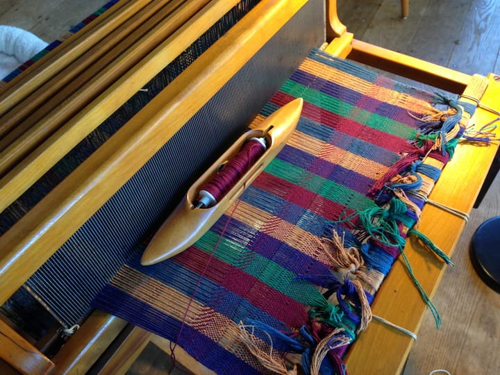 Use advanced shuttles for your weaving